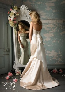 bride-in-mirror